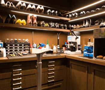 靴・カバン修理スペース